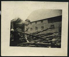 """Archiv H711 """"Holzaussuchen fr die Kreissge"""" (Hans-Michael Tappen) Tags: archivhansmichaeltappen hitlerjugend hj hitlerjunge pimpf pimpfe jugend uniform 1930er 1930s holz brennholz ste"""