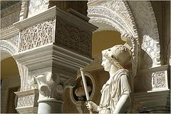 Dans le patio de la Casa de Pilatos (Maison de Pilate), Sevilla, Andalucia, Espana (claude lina) Tags: claudelina espana spain espagne andalucia andalousie sevilla sville ville city town architecture patio casadepilatos maisondepilate statue