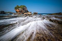 Hidden Beach (nGkU Li) Tags: ngkuli nature indonesia seascape noon beach water outdoor fujifilm xpro2