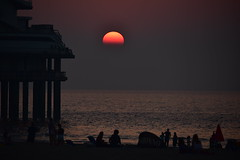 Bye bye september (Pics4life.nl off and on next week) Tags: sun zon sunset zonsondergang sea beach people silhouettes silhouetten strand water nature sky lucht netherlands nl holland scheveningen september colors red