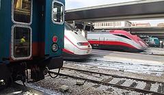 Attesa in stazione (MarioLaser) Tags: ferrovia binari stazione railway giallo viaggio venezia