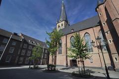 St. Lambertus Pfarrkirche am Stiftsplatz, Dsseldorf (charles.caer) Tags: dsseldorf dusseldorf duesseldorf stiftsplatz altstadt stlambertus
