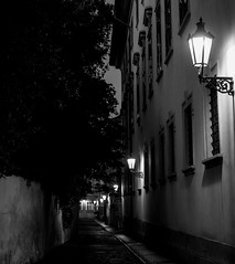 L1000936.jpg (romanboed) Tags: leica m 240 summilux 50 europe czech czechia prague praha praag prag praga bohemia night street lantern mala strana bw city black white