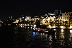 Seine de nuit (victorgavrochet) Tags: seine paris night louvre pont arts boat reflets carrousel
