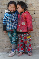China - Guizhou - village Yixin (Rita Willaert) Tags: china children kinderen guizhou miao minority minorities etnic traditionalclothing zuidwest minderheden bijie