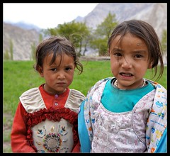 Sweet little girls at Turtuk (Indianature26) Tags: india mountains april himalayas jk ladakh balti baltistan juley 2013 turtuk indianature julley turtuktyakshi baltivillage ethnicbalti
