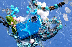 "present till daniel - ""sjlvportrtt"" (Lovisa Gropp) Tags: camera flowers blue green water lumix mirror jewelery splash splatter waterproof"