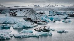 Le lac aux icebergs (Tonton Dave) Tags: blue sea mer ice water landscape eau glacier bleu iceberg paysage glace islande vatnajökull lagon breidamerkurjökull icelandjökulsarlon