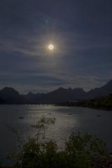 CONTRALUZ EN RIAO (Luis Sanz Dez) Tags: riao pantano embalse luz contraluz sol agua len castilla espaa