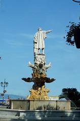 Coln siempre sealando (a_marga) Tags: cinqueterre laspezia italia italy liguria costa mar sea santamargheritaligure colon estatua columbo colombo statue