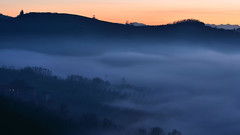 Light of sunset (lemiefotosu) Tags: nikon d5100 blu cielo nebbia fog sky sunset tramonto langhe