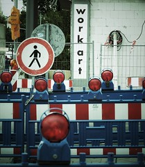 531 (Stadtromantikerin) Tags: art works baustelle ludwigshafen germany red blue banal signs round urban