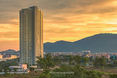 Y3242.0714.Thnh ph  Nng. (hoanglongphoto) Tags: asia asian vietnam landscape scanery city cityscane citylandscape outdoor morning sunrise danangcity danangcityscane sky mountain building tree homes canon canoneos1dx nng thnhph thnhphnng buisng bnhminh nng nngsm sunny sunnymorning canonef70200mmf28lisiiusmlens one 1