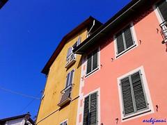 3 colori (archgionni) Tags: buildings architecture colori colours cielo sky finestre windows perspective