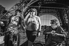 Not interested (Christophe.Frossard) Tags: leica leicaq summilux 28mm paris streetphotography street mirrorless christophefrossard mattanga tourists eiffeltower fullframe funny