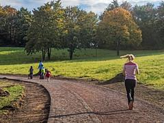 Jogging - Sdpark Dsseldorf im Herbst (KL57Foto) Tags: olympus pen pm2 dsseldorf oberbilk wersten kl57foto oktober 2016 park parkanlage herbst nrw germany rheinland volksgarten bilk dsseldorfbilk