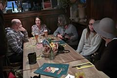 Toni Tornado (2. v.r.) hatte eingeladen, und viele sind gekommen (Helmut Reichelt) Tags: flickrtreffen osterwaldgarten schwabing september2016 mnchen flickrmeeting wirtshaus oberbayern bavaria deutschland germany leica leicam typ240 captureone8 colorefexpro4 leicasummilux35mmf14asphii