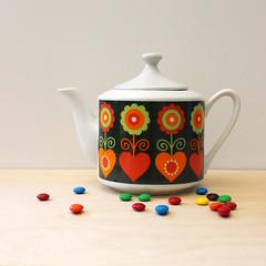 Hearts and Tea. (Kultur*) Tags: serving teapot tea pot ceramicteapot vintageteapot red vintage style folkart flowers madeinjapan 1970steapot 1970s vintagehousewares