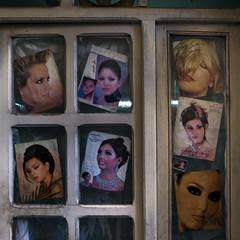 Coiffeur (Julio Lpez Saguar) Tags: juliolpezsaguar marruecos morocco lemaroc fez medina peluquera haircut coiffeur calle street fotos photos mujeres women puerta door