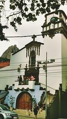dia de rezar. Igreja Nossa Senhora do Brasil.Urca. Rio de Janeiro (luyunes) Tags: urca igrejacatlica igreja riodejaneiro orao reza religiosidade catolicismo motomaxx luciayunes
