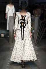 erdem-lfw-shows-spring-summer-2017-ready-to-wear-by-cool-chic-style-fashion-collection-1020-1 (Cool Chic Style Fashion) Tags: braids details earrings erdem fashion floraldress floralprinted hairstyle lacedress lfw londonfashionweek runway springsummer2017