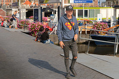 Damrak - Amsterdam (Netherlands) (Meteorry) Tags: europe nederland netherlands holland paysbas noordholland amsterdam amsterdampeople candid centrum center centre streetscene man homme damrak guy male boy twink lad superman tough sneakers trainers skets baskets jeans september 2016 meteorry