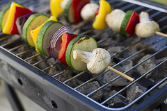 vegetable-skewer-on-a-grill-small (Foodeverest.com) Tags: vegetables skewers vegetableskewers grilledvegetables grill grilledfood onion redonion paprika redpaprika yellowpaprika mushrooms tomato cherrytomato