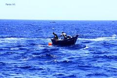 MARROQUES PESCANDO ATN ROJO (wiedu09) Tags: pescadores estrechodegibraltar