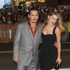 Johnny Depp e Amber Heard estão oficialmente divorciados, diz site