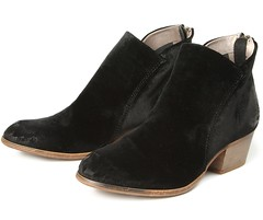 "Hudson Apisi Velvet boot black • <a style=""font-size:0.8em;"" href=""http://www.flickr.com/photos/65413117@N03/28566839580/"" target=""_blank"">View on Flickr</a>"