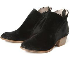 "Hudson Apisi Velvet boot black • <a style=""font-size:0.8em;"" href=""http://www.flickr.com/photos/65413117@N03/28566839580/"" target=""_blank"">View on Flickr</a>"