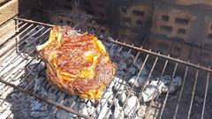 une pice de boeuf cuite sur des ceps de vigne ... (marycesyl,) Tags: cte de boeuf sur des ceps vigne