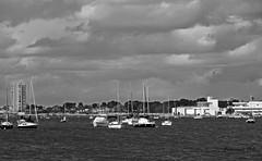 Varados al invierno (Fotgrafo-robby25) Tags: byn fujifilmxt1 marmenor nubes puertodeportivo