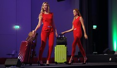 ladies with luggage (BZK2011) Tags: sony rx100 offenburg damen koffer gepck luggage
