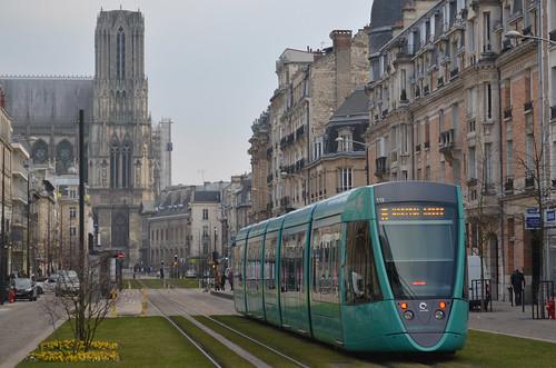 Reims: la cathédrale et le tramway