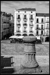 Plaza Mayor (Ral Mena) Tags: cceres extremadura espaa ciudadmonumental bn blancoynegro bw blackwhite paseando canon eos500d pueblosconencanto