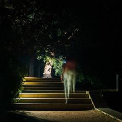 Passeio nocturno / evening stroll (EXPLORE Oct 11,2016 #79) (Francisco (PortoPortugal)) Tags: 2012016 20160723fpbo3483 light luz noite night pessoas people serralves porto portugal portografiaassociaofotogrficadoporto franciscooliveira