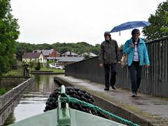 PONTCYSYLITE AQUEDUCT WALKING IN THE RAIN  || IN DE REGEN OVER HET PONTCYSYLITE AQUADUCT (Anne-Miek Bibbe) Tags: vareninengeland engeland england boating narrowboat vakantie holiday kanaal canal maria canonpowershotsx280hs annemiekbibbe bibbe nederland 2016 canalcruising canalcruisingcoltdstone pontcysyliteaqueductpontcysyliteaquaduct pontcysyliteaquaduct