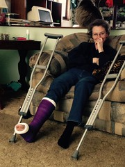 ericaWxvrXWYAAUWcP (cb_777a) Tags: broken leg ankle foot cast crutches toes usa