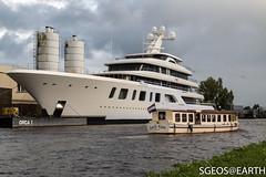 Lady Kim meeting Aquarius (SGEOS@EARTH) Tags: feadship yacht aalsmeer alphen aan den rijn transport canon eos sgeosearth aquarius jacht
