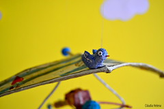 Fly...fly... (* Cláudia Helena * brincadeira de papel *) Tags: papelmache papermache papiermache papel paper móbile criança fly voo asadelta cores cor colors cláudiahelena escultura papersculpture de amor love paz alegria child children passarinho bird
