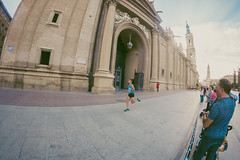 2016-09-25 09.15.42 (Atrapa tu foto) Tags: 8mm espaa europa europe maratondezaragoza saragossa spain xmaratnciudaddezaragoza zaragoza ateltismo atletics carrera corredores deporte fisheye marathon maraton maratn ojodepez runners running sport aragon es