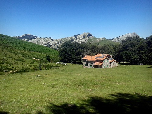 El coqueto refugio de Egiriñao (1.083 m.)