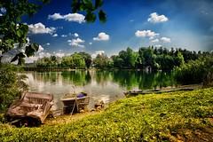 Choose a boat (Alessio Pagani) Tags: choose scegli boat barca barche lago pusiano isola cipressi isoladeicipressi acqua panorama nuvole cielo verde prato natura estate