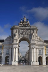 Triumphal arch (Tony Shertila) Tags: 20160817091240 chiado geo:lat=3870757187 geo:lon=913652658 geotagged lisboa portugal prt europe weather day partlycloudy praadocomrcio sky segway arch construction city square transport tram sculpture josi outdoor