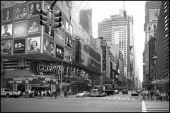 2010-09_DSC_1395_20160906NB2 (Ral Filion) Tags: newyorkcity newyork usa tatsunis nyc manhattan ville amrique urbain gratteciel rue publicit publicity city america urban building skyscraper street noiretblanc blackandwhite