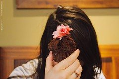 Chocolate muffin. (fernanda ss   photography) Tags: delicious hand pic picture people woman delicatesse love photography 14 24105mm canon lr efect pack preset lightroom chips chocolatechips pink flower brunch myself girl hair starbucks chocolate muffin cake