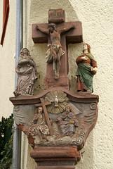 Neumagen, Rmerstrae, Bildstock (shrine) (HEN-Magonza) Tags: neumagen mosel moselle rheinlandpfalz rhinelandpalatinate germany deutschland bildstock shrine kreuzigung crucifixion rmerstrase
