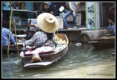 On The River - Floating Market (Uccio81) Tags: river thailand dc market sony floating sigma ob 18200 on the fotocamera 3563 dslra230 uccio81