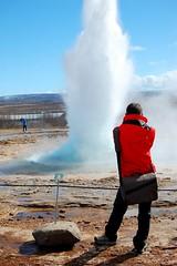 Geysir (Cyril Plapied) Tags: blue red sky hot water iceland spring explosion picture tourist bleu ciel burst geysir islande photographe touriste geiser
